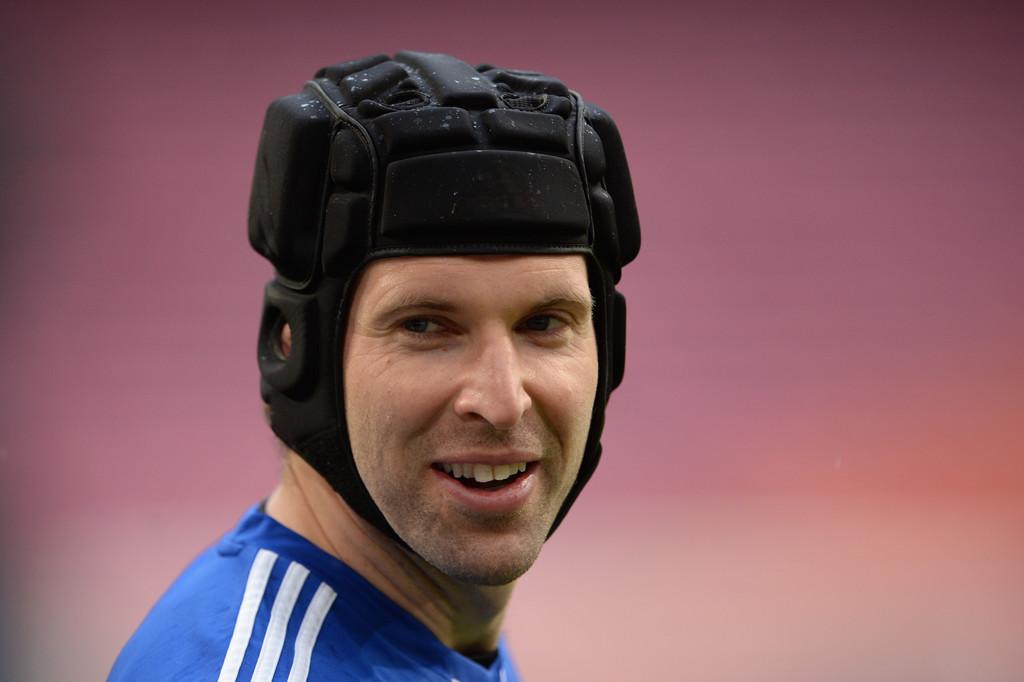 What Pros Wear Petr Čech Helmet Cleats Gloves Jersey